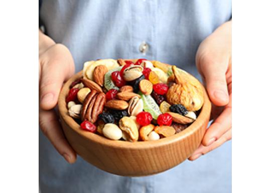 Чому корисно їсти горіхи та сухофрукти кожного дня?